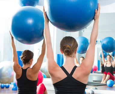 exercice fitness avec swiss ball
